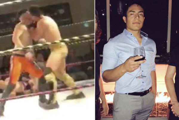 Combate de lucha libre da giro cuando surge beso gay